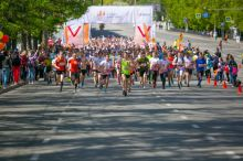 1200 человек пробежали по центральным улицам Нижнего Тагила. С каждого участника ЕВРАЗ НТМК собрал по 100 рублей на благотворительность (фото)