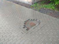 Разваливающаяся плитка и бордюры, недоделанные колодца и лужи получил Нижний Тагил после ремонта «Уралстроймонтажа». Мэр считает, что это «обычная жизнь, ничего особенного не произошло» (фото)