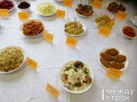 На кону многомиллионные контракты: после жалобы Путину журналистов покормили «школьной едой». Сравните ее с настоящей — чем на самом деле кормят детей
