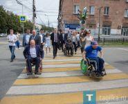 Мэр Нижнего Тагила посадил дорожников в инвалидные коляски. Проверка доступной среды провалилась (фото)
