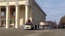 Скандальный «Урал инжиниринг» уже два месяца не может отремонтировать по гарантии упавший карниз с Драмтеатра. Они же строят школу №100