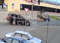 16-летний подросток на Land Cruiser и 18-летний водитель со стажем в 2 дня на RAV4 сошлись в ДТП с «перевёртышем» (видео)