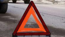 На Исинском тракте 83-летний пенсионер на Renault врезался в дерево