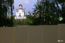 «Не храм, а Бога они вытесняют из своей жизни»: РПЦ отказалась строить храм в сквере и говорят о последней уступке