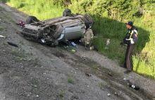 На Серовском тракте после столкновения в овраг улетели Toyota и Lada: один человек погиб (фото)