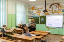 Учитель - 18, директор - 100, средняя 40 тыс руб. Указы Путина выполняются лишь на бумаге, педагоги буквально выживают