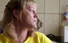 На Уралвагонзаводе из-за неисправного пресса женщина лишилась кисти. Ее пытались сделать виноватой, теперь отказываются оплачивать нормальный протез (видео)