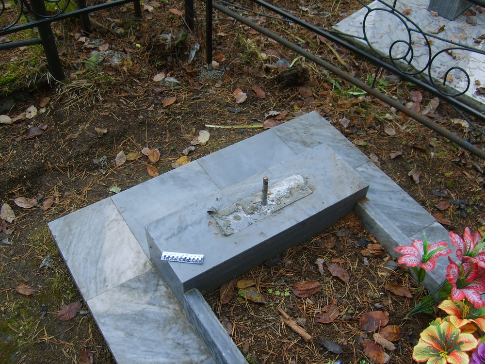Памятники на могилу гранит или мрамор тагил цена на памятники тюмени фото