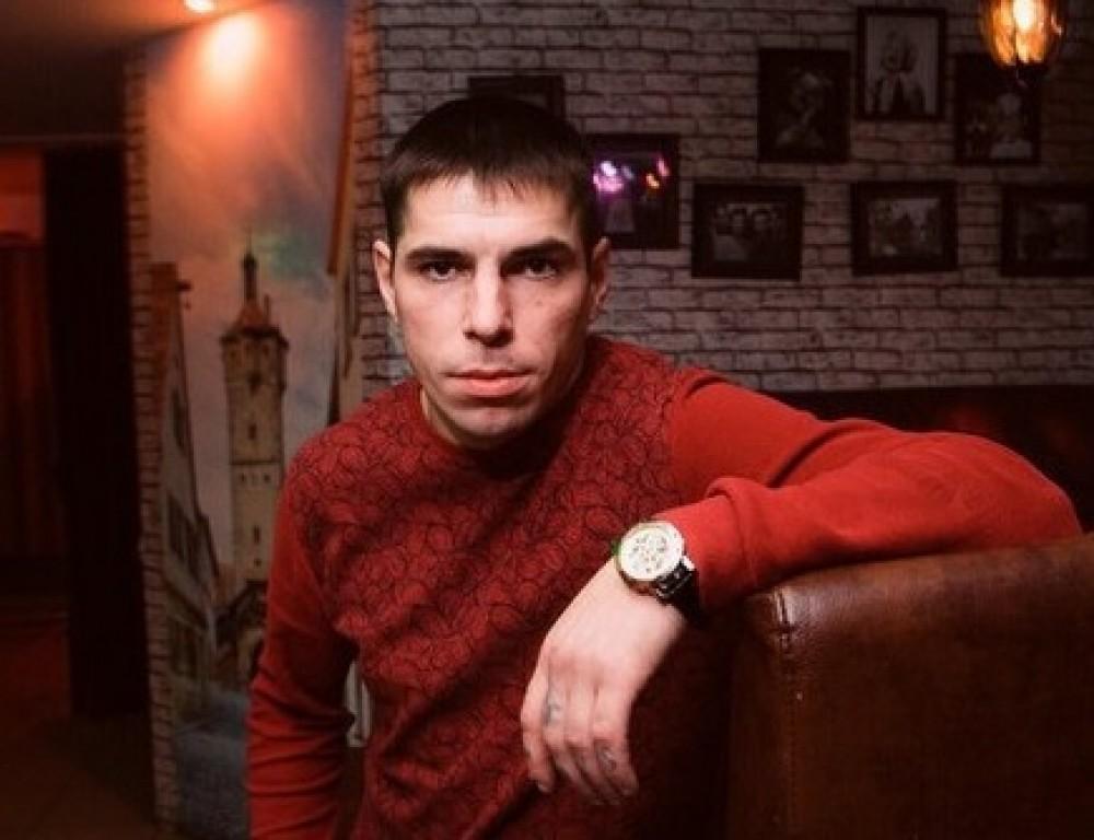 odna-devushki-iz-nizhnego-tagila-tolpoy-zhestko-trahayut