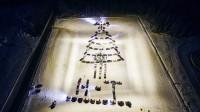 Новогоднюю елку из машин зажгли в Нижнем Тагиле (фото)