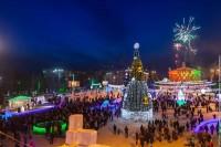 В Нижнем Тагиле открыли главную елку города и ледовый городок на Театральной площади (фотоотчет)
