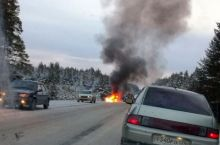 В Свердловской области в процессе погони экипаж ДПС попал в аварию: двое полицейских сгорели в машине (фото)
