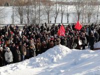 Недовольство мусорной реформой растет: в Нижнем Тагиле на митинг вышли более 1000 человек. Люди требовали отставки президента и губернатора (фото)