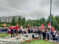 Врачи, учителя, рабочие Уралвагонзавода вышли на митинг против пенсионной реформы и призвали лишить мандатов «депутатов-клоунов», голосовавших «за» (фото)