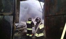 Деревообрабатывающий цех сгорел в Нижнем Тагиле (фото)