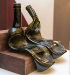 В Нижнем Тагиле открылась арт-выставка фигур из стеклянных бутылок (фото)