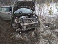 На Серовском тракте легковушка влетела в стоящий на обочине Камаз (фото)