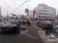 ДТП в центре Нижнего Тагила: от удара иномарку выбросило на тротуар (фото)
