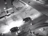В центре Нижнего Тагила кроссовер с номерами ААА устроил аварию и скрылся с места ДТП на красный свет (видео)