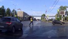 «Как Брюс Уиллис в фильме RED». В Нижнем Тагиле сотрудник ГИБДД выскочил из автомобиля посреди перекрестка ради Рогозина (видео)