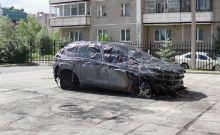 Внедорожник Александра Соловьева подожгли на охраняемой стоянке. Медиа-менеджер называет инцидент наступлением на свободу слова (видео)