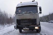 На Серовском тракте вторую неделю выживает 68-летний дальнобойщик, попавший в ДТП. На месте он перебрал двигатель МАЗа (фото)