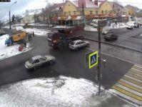 Из-за недовольства местных жителей остановки общественного транспорта на улице Космонавтов вернули на прежнее место