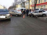 В центре города в лобовом столкновении пострадала женщина-водитель (фото)