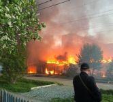 Два дома и автомобиль Hyundai сгорели на Вагонке (фото, видео)