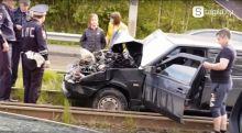 В Нижнем Тагиле гонщик на «девятке» на полной скорости вылетел на трамвайные пути и врезался в вагон (фото, видео)