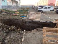 «Ни мостков не сделали, ни ограждений нормальных». Число пострадавших в результате падения в яму на ГГМ увеличилось до четырех