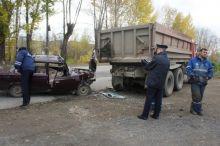 В Нижнем Тагиле водитель ВАЗ-2107 погиб после столкновения с КАМАЗом (фото)