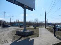 Блокировавший переходную дорожку рекламный щит переставили на новое место (фото)