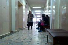 Зачем платить если сидишь в общей очереди? Тагильчанка пожаловалась, что сидела в коридоре вместе с теми, кто пришёл на приём бесплатно в больнице на Тагилстрое