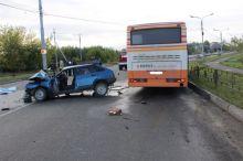 Автобус и легковушка столкнулись в Нижнем Тагиле. Погибла женщина (фото)