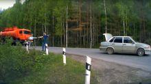 Война между автомобилистами и дорожными камерами набирает обороты: водители бьют и унижают операторов устройств (видео)