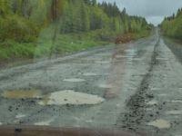 Прошло 8 месяцев: «президентскую» дорогу в Серебрянку за 285 млн вновь нужно ремонтировать (фото)