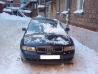 Глыба снега и льда разбила автомобиль в центре Нижнего Тагила (фото)
