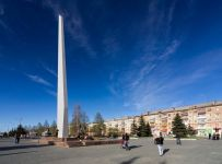Владислав Пинаев раскритиковал подрядчиков за некачественное содержание площади Славы (видео)