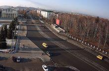 Сколотые бордюры, трещины на дороге и люки, не совпадающие по уровню с основным дорожным полотном. Проспект Ленина не прошел приёмку после ремонта