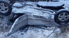 На Серовском тракте иномарка вылетела с трассы и перевернулась (фото)