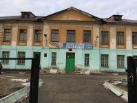 В школе Нижнего Тагила на головы четвероклассников обрушился потолок: детям запретили даже делать фото