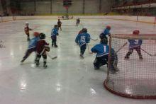 Подарок президента ФОК на Гальянке лишил льда юных хоккеистов, которые даже платили деньги за аренду катка