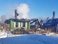 2 дома сгорели утром на Старой Гальянке: предварительная причина - поджог