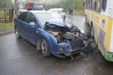 Пьяный водитель на Ford врезался в рейсовый автобус в Нижнем Тагиле (фото)