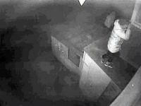 Грабитель, погибший после падения с водосточной трубы на Карла Либкнехта, оказался гражданином Казахстана (видео)