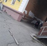 В центре Нижнего Тагила парню разбило голову куском карниза. Его сорвало шквалистым ветром