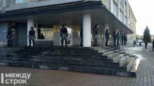В Нижнем Тагиле ОМОН взял под охрану здание мэрии (фото)
