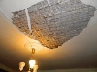 На Вагонке ТСЖ заплатит пенсионерке за обрушившийся потолок
