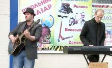 Наполняют серый день живой музыкой: день уличного музыканта отметили в Нижнем Тагиле (видео)